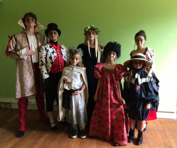 Votre costume de théâtre confectionné par votre couturière à Tourcoing